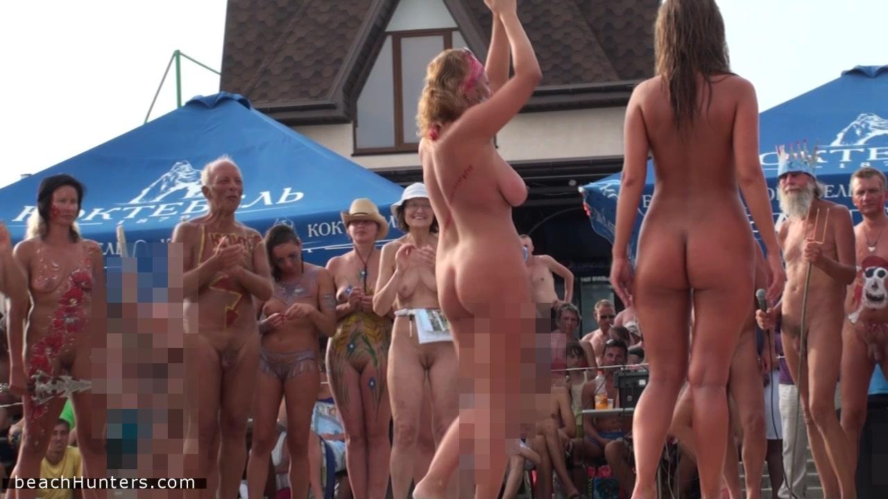 👩 Голые девушки участвуют в конкурсах на русском нудистском пляже - Охуительное порно бесплатно / Ебалка.Порн