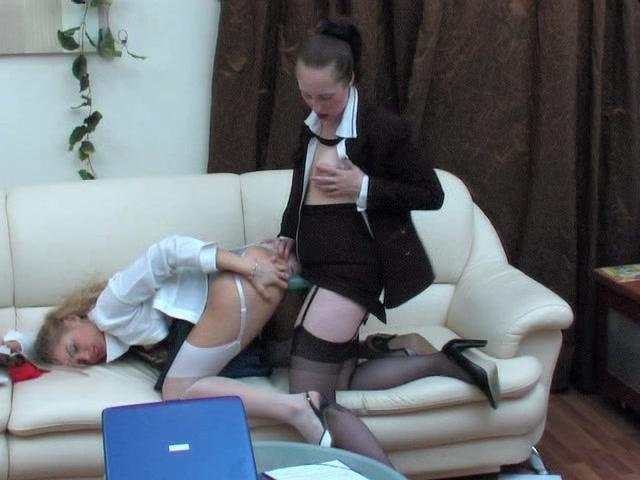 👩 Начальница лесбиянка жарит страпоном новенькую секретаршку - Охуительное порно бесплатно / Ебалка.Порн
