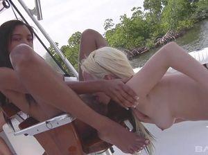 Секс На Яхте Онлайн Порно