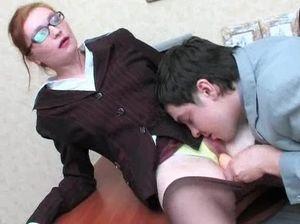 Босс ебет очень сексапильную мулатку секретаршу