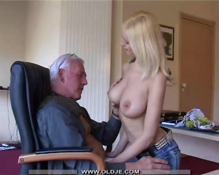 Старик Трахает Блондинку